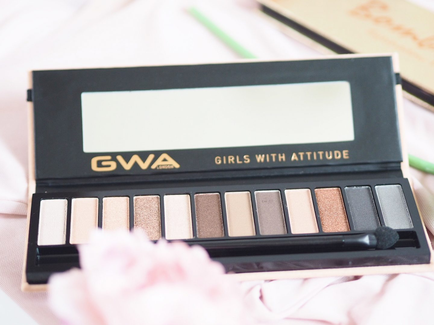 GWA Natural eyeshadow palette